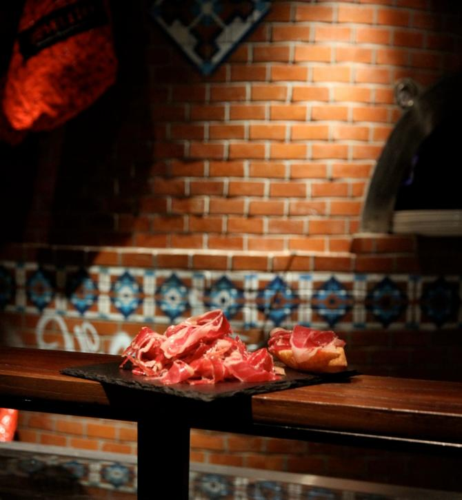 RESTAURANTE PATA NEGRA SHANGHAI: THE HAM LOUNGE